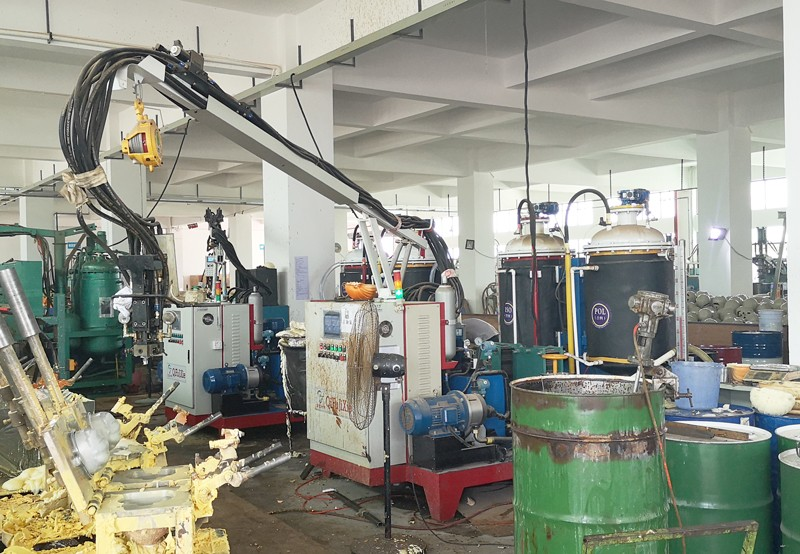 Foaming machine for toy industry
